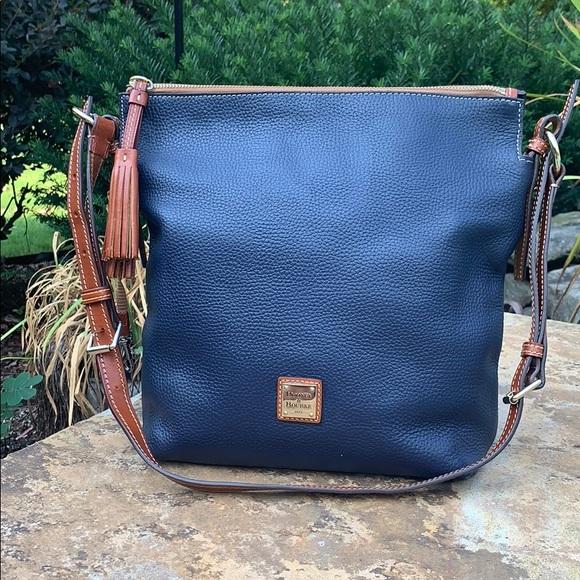 Dooney & Bourke Handbags - 💙Beautiful Navy Dooney&Bourke Leather Crossbody